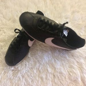 Nike Classic Cortez Black Leather Size 8 Sneakers